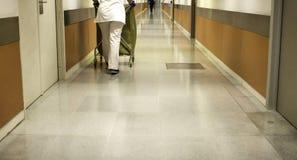 Hôpital intérieur de couloir Images libres de droits