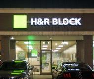 H&R Block Налог Компания на ноче Стоковые Изображения RF