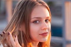 H?rlig blond europeisk ton?rs- flicka royaltyfria foton