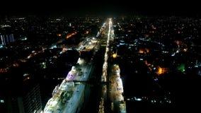 H?rlig flyg- sikt av trafik p? natten p? Nazimabad arkivfilmer