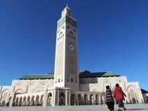 H?rlig mosk? Hassan II ett arkitektoniskt m?sterverk som v?nder mot solljus royaltyfri fotografi