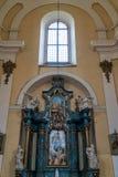 H?rlig rikt dekorerad inre av kyrkan i Europa arkivbild