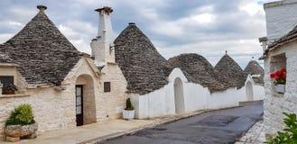 H?rlig stad av Alberobello med trullihus Det är en italiensk stad i den storstads- staden av Bari, i Puglia, Italien arkivfoto