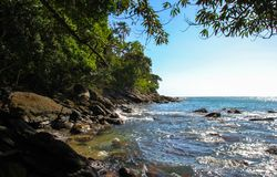 H?rliga landskap kan finnas i Maresias, Brasilien fotografering för bildbyråer