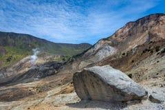 H?rligt landskap av monteringen Papandayan Det Papandayan berget ?r ett av det favorit- st?llet som fotvandrar p? Garut arkivbild