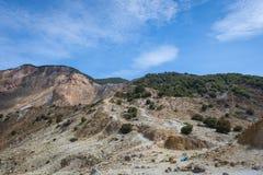 H?rligt landskap av monteringen Papandayan Det Papandayan berget ?r ett av det favorit- st?llet som fotvandrar p? Garut arkivbilder