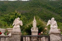H?rligt medelhavs- landskap - stad Tivat, Kotor fj?rd Boka Kotorska, Montenegro arkivfoton