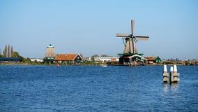 H?rligt Zaanse Schans v?derkvarnlandskap i Holland, Nederl?nderna royaltyfri bild