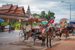 H?stvagn p? Wat Phra That Lampang Luang Den forntida templet i Thailand royaltyfria bilder