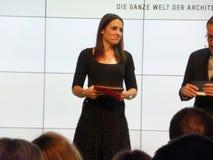 Hôte allemand Moderatorin Julia Bauer de TV images libres de droits