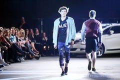 Hôte Porter Fashion Show : Anthony Avangard, Zagreb, Croatie Photos libres de droits