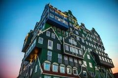 Hôtel d'Inntel au temps crépusculaire Image stock