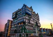 Hôtel d'Inntel au temps crépusculaire Photographie stock libre de droits