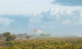 Hôtel d'océan en brouillard lourd Image stock