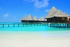Hôtel dans la lagune de paradis image stock