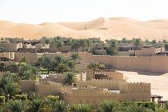 Hôtel dans les dunes, Abu Dhabi photographie stock libre de droits