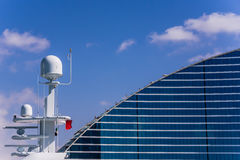 Hôtel de plage de Jumeirah et le yacht Image stock