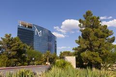 Hôtel de tourisme de M avec les cieux ensoleillés et bleus à Las Vegas, nanovolt en août Photos stock