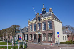 Hôtel de ville au centre d'IJlst historique Images libres de droits