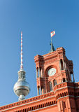 Hôtel de ville de Berlin et tour de télévision Image stock