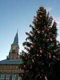 Hôtel de ville de Copenhague et arbre de Noël Photo stock