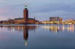 Hôtel de ville de Stockholm la nuit photos libres de droits