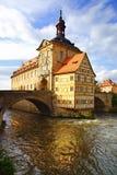 Hôtel de ville médiéval sur la Bavière de Bamberg de passerelle Image libre de droits