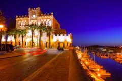 Hôtel de ville ville de Ciutadella Menorca et coucher du soleil de port Photographie stock libre de droits