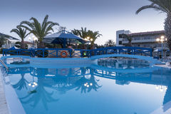 Hôtel et piscine Ialysos Rhodes de village de Filerimos Photo stock