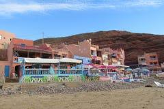 Hôtel et restaurant agréables sur la plage Images libres de droits