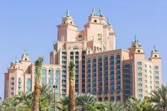 Hôtel l'Atlantide de paysage de fond dans la paume à Dubaï Photo stock
