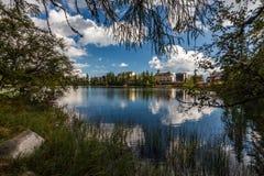 Hôtel par le lac Photos stock