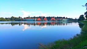 Hôtel près de la rivière photo libre de droits