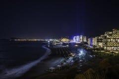 Hôtels de luxe de la Grèce Rhodes la nuit Photographie stock libre de droits