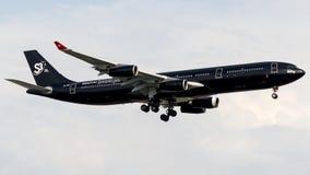 9H-TQM Hifly马耳他,空中客车A340-300 免版税库存图片