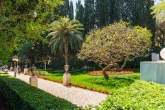 HAÏFA, ISRAËL 25 MARS 2018 : Les terrasses de la foi de Bahai gren le parc au printemps images libres de droits