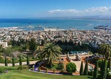 HAÏFA, ISRAËL 25 MARS 2018 : Vue à partir du dessus aux terrasses de la foi de Bahai au printemps image libre de droits