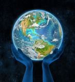Haïti op aarde in handen Stock Fotografie