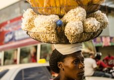 Haïtiaanse verkoopster in Duarte Street, Santo Domingo-DR. Stock Afbeelding