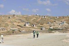 Haïtianen die naar huis lopen Stock Fotografie