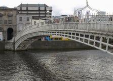 Ha便士桥梁在都伯林 免版税库存图片