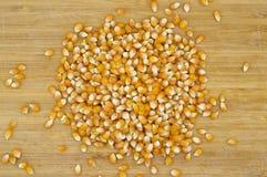 Ha asciugato i grani gialli molto freschi del cereale immagini stock libere da diritti