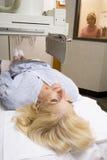 ha den patient strålen x Arkivfoto