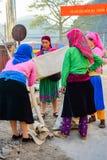 HA GIANG, ВЬЕТНАМ - 8-ое ноября 2015: Женщина в этническом Hmong справедливом в Ha Giang, Вьетнаме Ha Giang домашнее к главным об Стоковое Изображение RF
