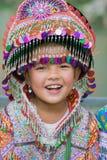 Ha Giang, Vietnam - 13 de febrero de 2016: Retrato de la niña del mong del ` de H que lleva el vestido tradicional durante día de Imágenes de archivo libres de regalías