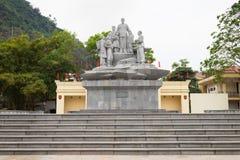 Ha Giang, Vietnam - 15 febbraio 2016: Statua di presidente di Ho Chi Minh nel quadrato concentrare nella città di Ha Giang Fotografia Stock Libera da Diritti