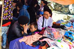 Ha Giang Vietnam - November 08, 2015: Familjen Hmong i Vietnam, i det nordliga landskapet av Ha Giang i Vietnam Royaltyfria Foton