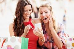 Ha gyckel i shopping arkivfoton