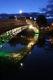Ha' penny bridge on the Liffey, Dublin. Ha' penny bridge on the Liffey by night, Dublin Stock Images