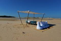 Ha picknick lunch på den Bazaruto ön, Mocambique Arkivfoton